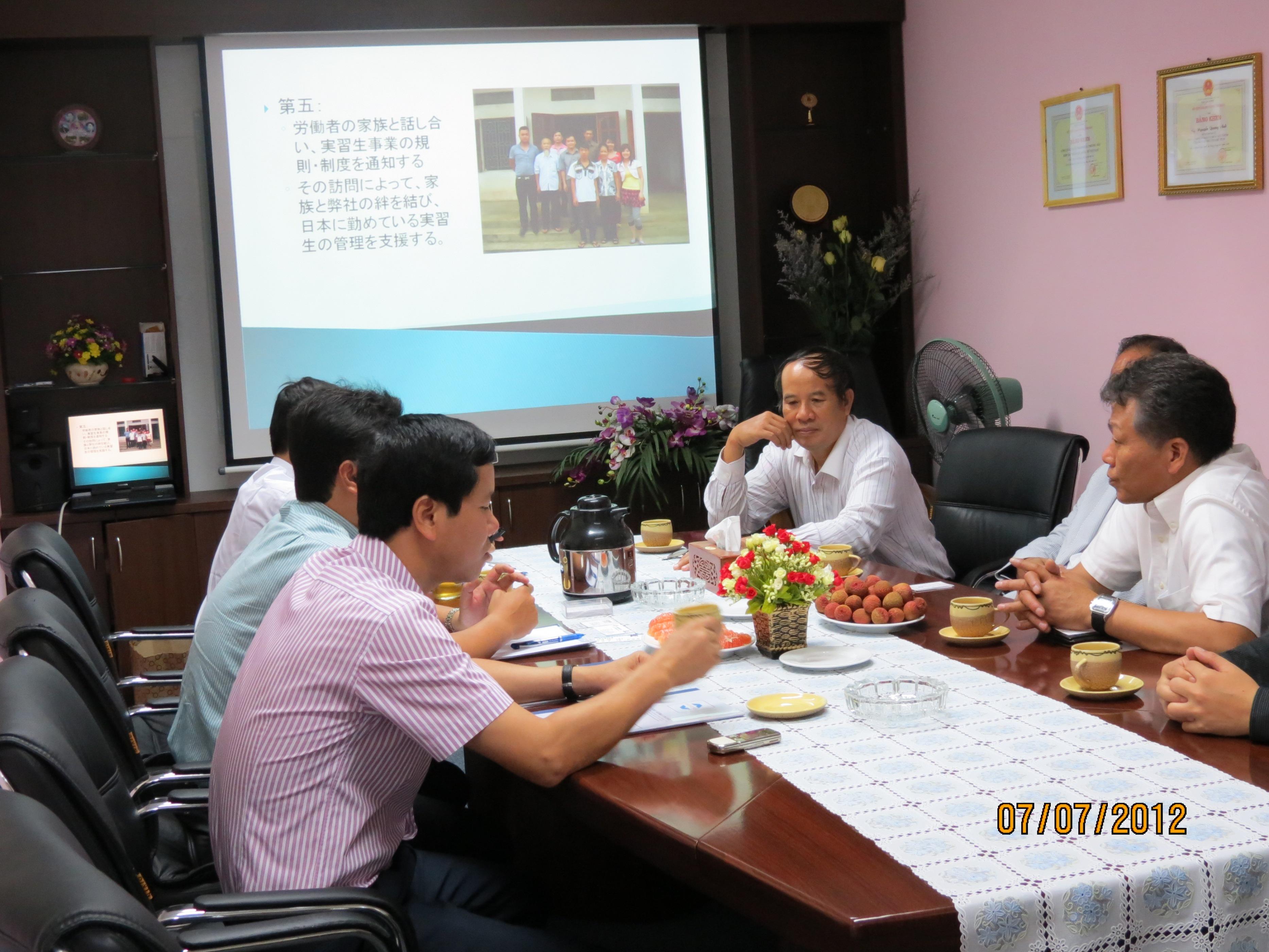 Vinaincomex làm việc với các đối tác